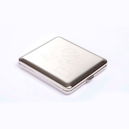 Zigarettenetui 18er mit Innengummizug aus Metall vernickelt in silber glänzend mit Dekor